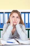 年轻学生有职业性重音 免版税库存照片