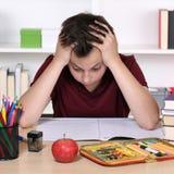学生有重音并且是绝望的在学校 免版税库存照片