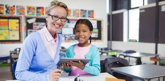 学生画象的综合图象有拿着数字式片剂的老师的 免版税图库摄影