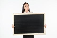 学生的画象,女孩,拿着一个空白的广告牌 免版税库存图片