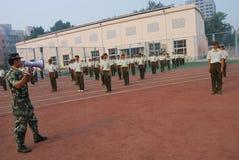 学生的15中国军事训练 库存图片