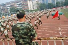 学生的16中国军事训练 库存照片