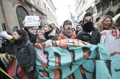 学生示威在米兰2010年12月22日 免版税库存照片