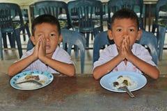 学生祈祷 库存照片