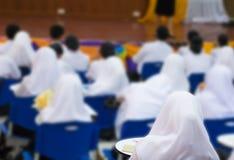 学生穆斯林和老师研讨会在有拷贝空间的讲堂增加文本 免版税库存照片