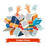 学生重音 学习被埋没在书堆下 免版税库存图片