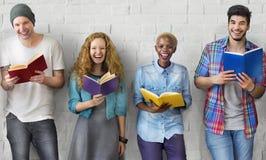 学生青年成人读书教育知识概念 免版税库存照片