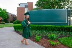 学院在大学里的毕业照片 免版税库存图片