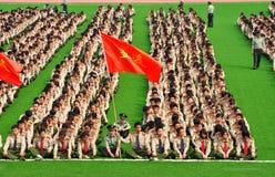 学院新生军事训练 免版税库存图片