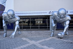 学院橄榄球淘汰赛雕塑 库存图片