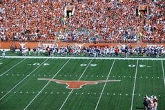 学院橄榄球赛长角牛得克萨斯 库存照片