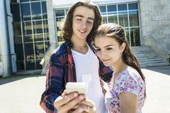 学院的年轻英俊的朋友学生 库存照片