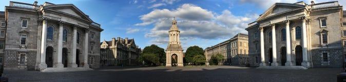 学院都伯林爱尔兰全景三位一体 图库摄影