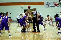 学院NCAA DIV III人的篮球 库存照片