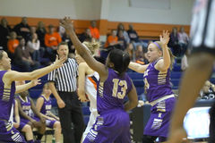 学院NCAA DIV III女子的篮球 免版税图库摄影