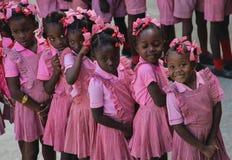 学龄前女孩和男孩在农村Robillard,海地 免版税库存图片