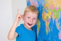 学龄前男孩有一个想法 库存图片