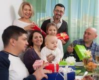 婴孩与家庭的` s生日 库存照片