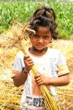 婴孩举行麦子茎 免版税图库摄影