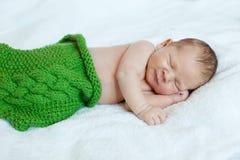 婴孩休眠 新出生,孩子艺术 秀丽儿童、男孩或者女孩睡眠 免版税库存图片