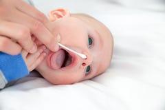 婴孩关心 免版税库存图片