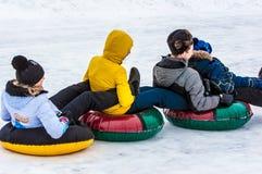 婴孩冬天sledding在乌拉尔河 图库摄影