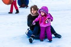 婴孩冬天sledding在乌拉尔河 免版税库存图片