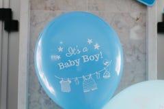 婴孩出生的男孩看板卡新的阵雨 免版税库存照片