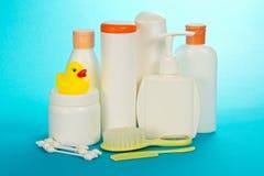 婴孩化妆用品、发刷和棉花棍子 库存图片