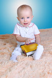婴孩和书 库存图片