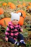 婴孩和南瓜 图库摄影