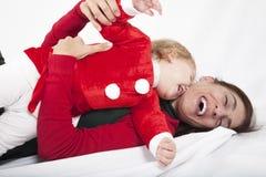 婴孩和母亲愉快的圣诞节容忍 库存照片