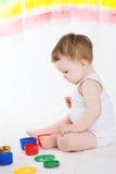 婴孩和油漆 免版税库存照片