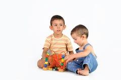 婴孩和男孩有玩具的 库存照片
