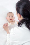 婴孩和医生 库存图片