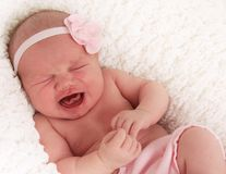 婴孩哭泣的女孩 库存照片