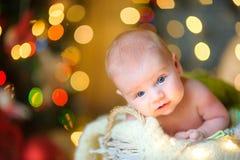 婴孩在欢乐地装饰的室 库存图片