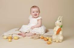 婴孩复活节兔子鸡蛋 库存照片