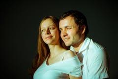 婴孩夫妇预计 愉快的未来爸爸和他的 库存照片