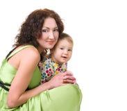 婴孩她小的母亲年轻人 免版税库存图片
