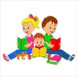 孩子、女孩和男孩读了书 免版税库存照片