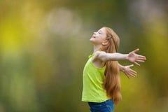 孩子、孩子、喜悦、信念、称赞和幸福 库存照片