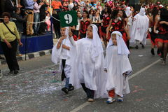 孩子。每年狂欢节队伍。 库存图片