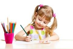 孩子与五颜六色的铅笔的女孩图画 免版税库存图片