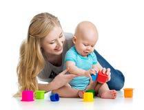 孩子与玩具一起的男孩和母亲作用 免版税库存图片