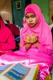 孩子为仪式的阿拉祈祷在古兰经的毕业。 免版税库存照片