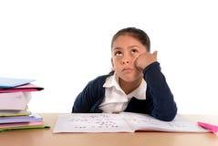 孩子乏味在与一个疲乏的面孔表示的重音下 库存图片
