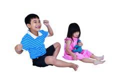 孩子争吵的冲突  背景查出的白色 库存照片