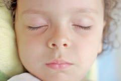 孩子休眠 免版税库存图片