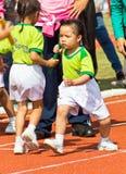 孩子体育运动日的活动 免版税库存图片